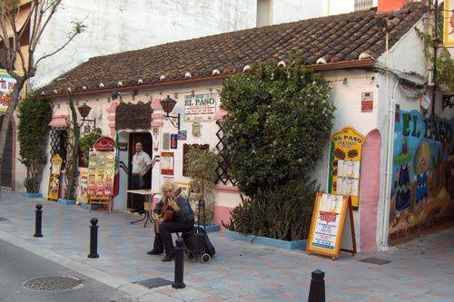 disfruta de nuestra variedad de restaurantes , comidas , culturas . En Fuengirola