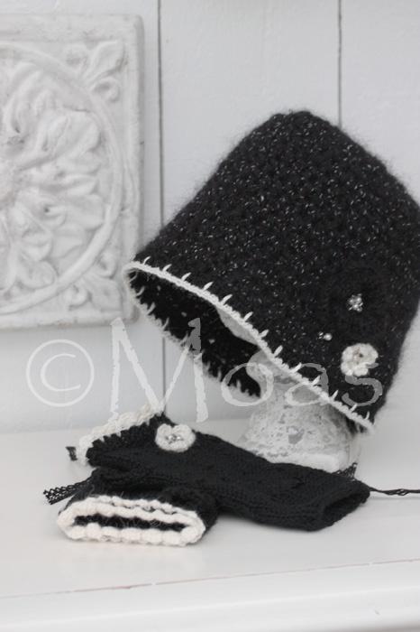 Lakrits - svart mössa med blomma!