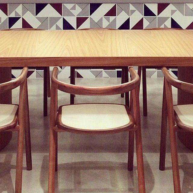 Lurca Azulejos | Azulejos Tarde, Raiz Roxo, Raiz Cinza e Laje Azul do Kit Mix 2 no projeto da @ledavolpon | Kit Mix 2 - Ceramic Tiles // Shop Online www.lurca.com.br #azulejos #azulejosdecorados #revestimento #arquitetura #reforma #decoração #interiores #decor #casa #sala #design #cerâmica #tiles #ceramictiles #architecture #interiors #homestyle #livingroom #wall #homedecor #lurca #lurcaazulejos