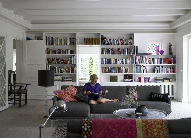 I'd love a wall of bookshelves
