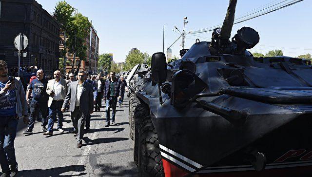 Το Κουτσαβάκι: Στο Ερεβάν πο  διαδηλωτές απαίτησαν να εκλέξουν Πρ...
