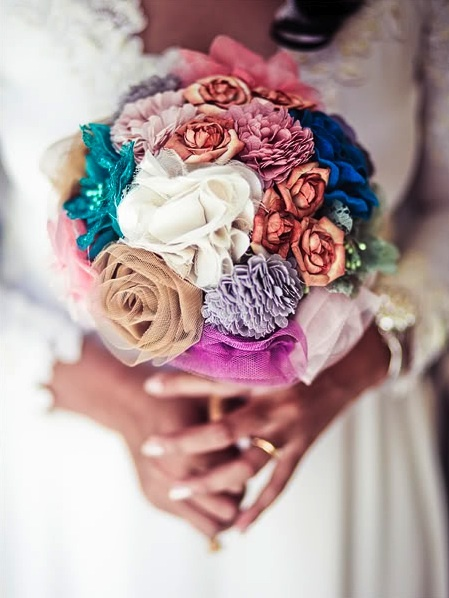 diy fabric flower bouquet ..... never would have thought of this!