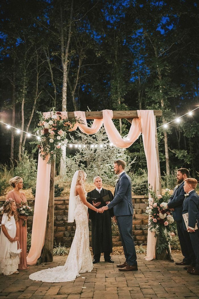 Chelsea And Josh S Tennessee Barn Wedding Romantic Marriages Small Wedding Party Blog Diy Marria Barn Wedding Wedding Ides Small Intimate Wedding