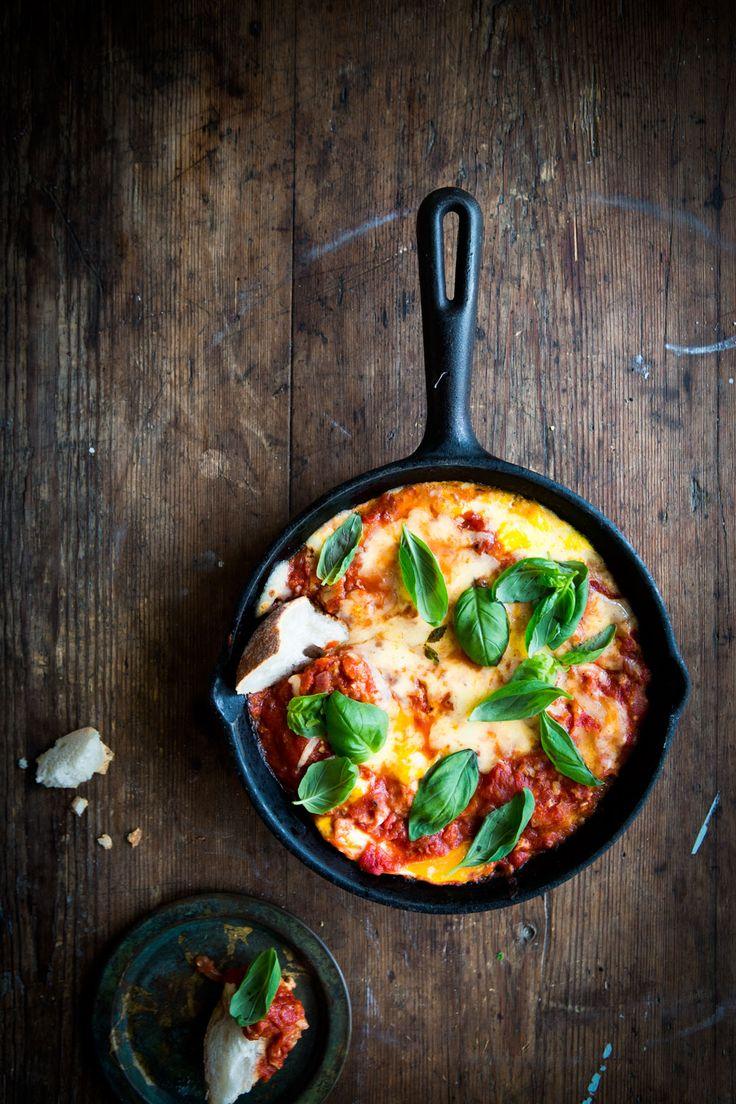 bakade ägg i tomatsås, made by mary, frukost, vegetariska recept, vegetarisk frukost,