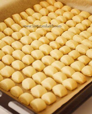 Bazı tarifler vardır,,, vazgecemediğiniz...  bugün bir kurabiye yapayım dediğinizde ilk aklınıza düşen.  işte bu kurabiye tam olarak öyle...