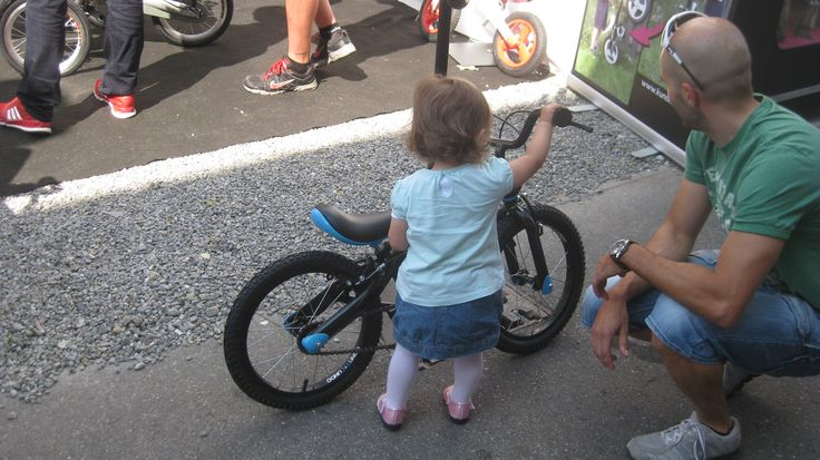 Daddy I want to try bigger bike