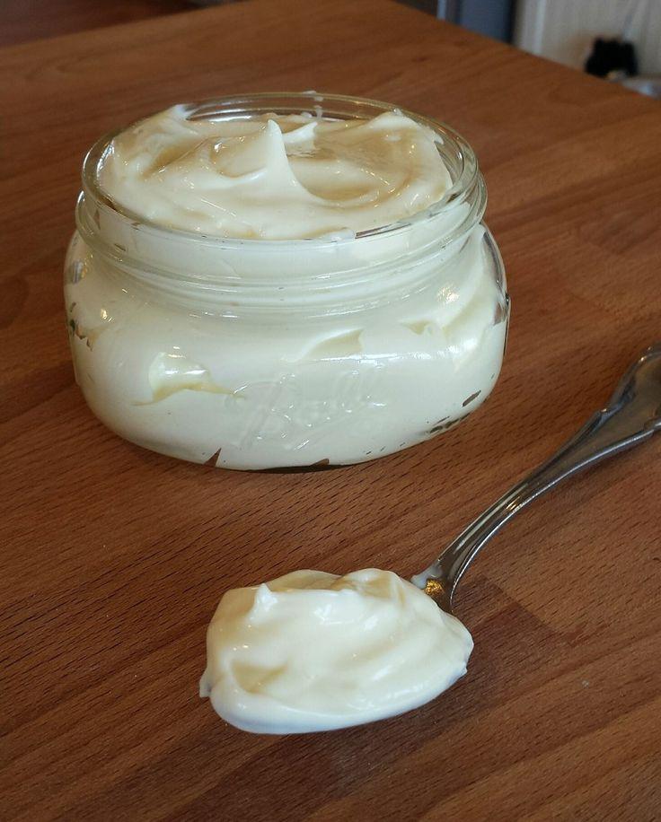 Making homemade mayo   Homesteading Housewives