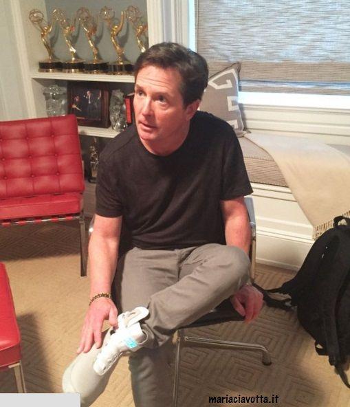 Michael J. Fox indossa in esclusiva le scarpe di ritorno al futuro 2 che saranno in vendita - http://www.wdonna.it/michael-j-fox-scarpe-ritorno-al-futuro/64585?utm_source=PN&utm_medium=Gossip&utm_campaign=64585