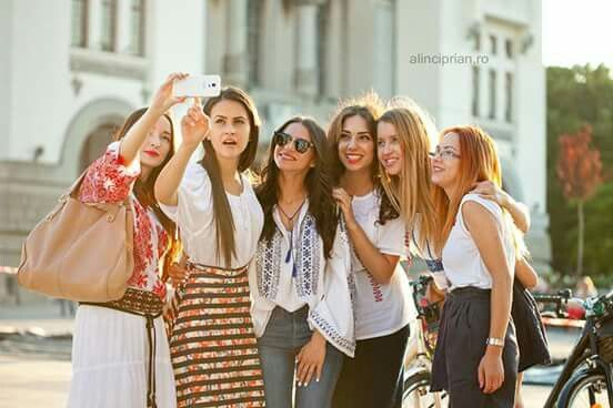 Ziua iei, Skirtbike Constanta, piata Ovidiu, Centrul vechi, be proud to ride like a girl, skirt, jeans, traditional blouse, selfie, sunny and fun!