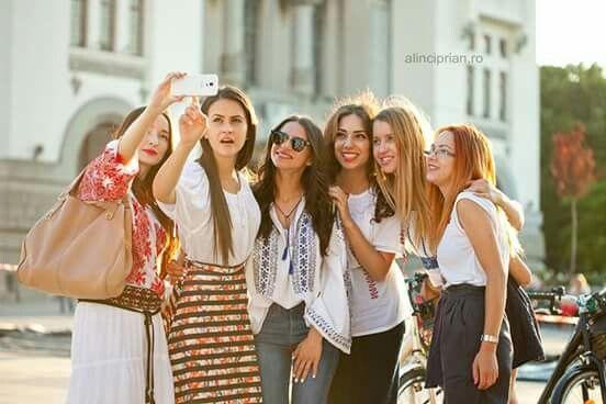 Ziua iei, Skirtbike Constanta, piata Ovidiu, Centrul vechi, be proud to ride like a girl, skirt, jeans, traditional blouse, selfie, sunny and fun!