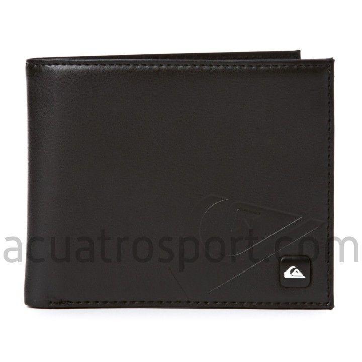 Cartera Quiksilver de modelo Way Out Wallet en color negro.   Logo de la marca metálico en la parte frontal.   6 compartimentos para tarjetas.   Monedero interior con cierre de cremallera.   Compartimento interior con rejilla.   Amplio billetero en el interior.