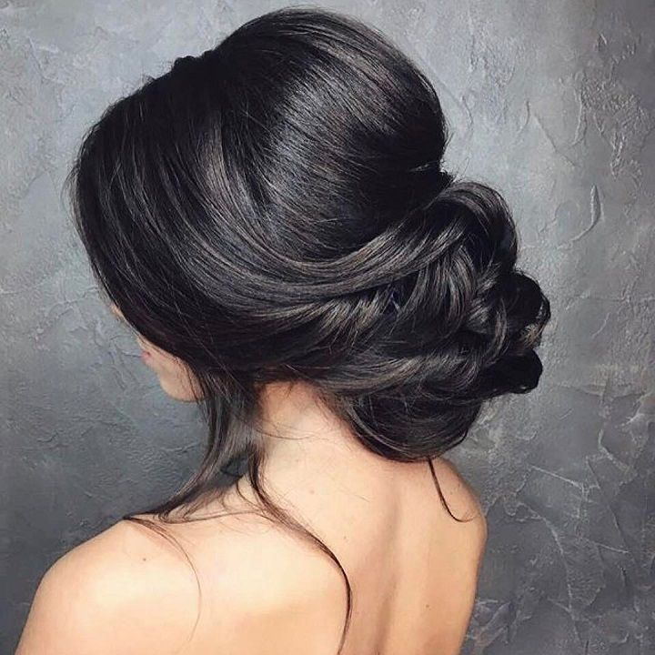 If Youre Looking For A Hairstyle The Wedding Thats Both Elegant Bridal Chignon With Veil Classic Hairstyles Low Updo Hair