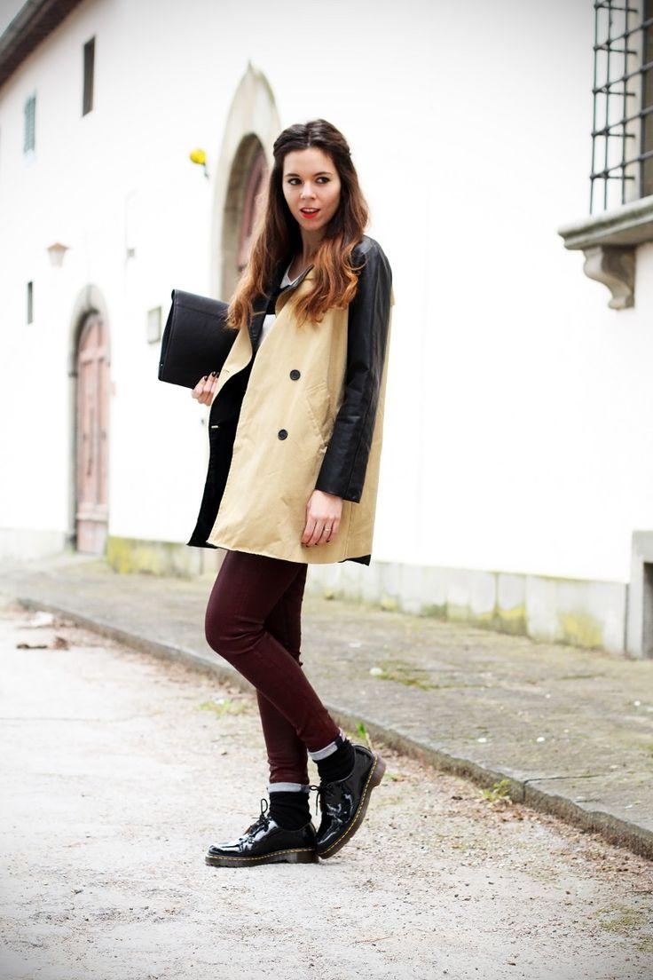 #fashion #fashionista Irene righe bianche nere maglione trench maniche pelle pantaloni rossi dr martens fashion blogger italia