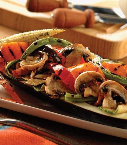 ¡Un platillo verdaderamente delicioso y saludable!Berenjena rellena de verduras asadas con esencia de romero