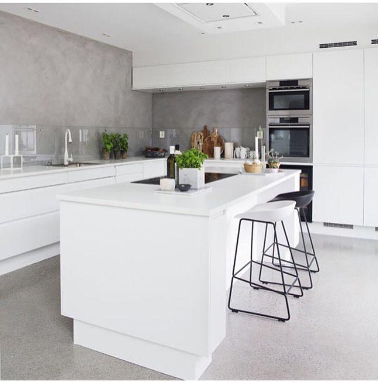 Kök i vitt och betong Bildkälla: Instagram