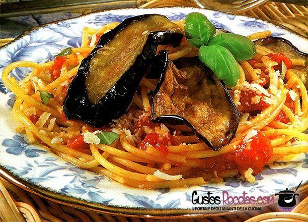 Pasta alla norma - http://gustosrecetas.com/pasta-alla-norma/