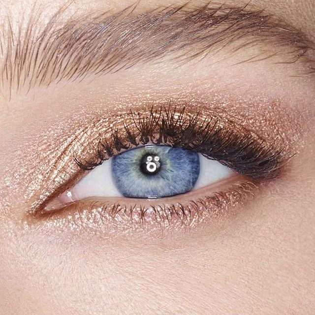 Champagne, bronze eye with a wined stained lip for easy summer look.