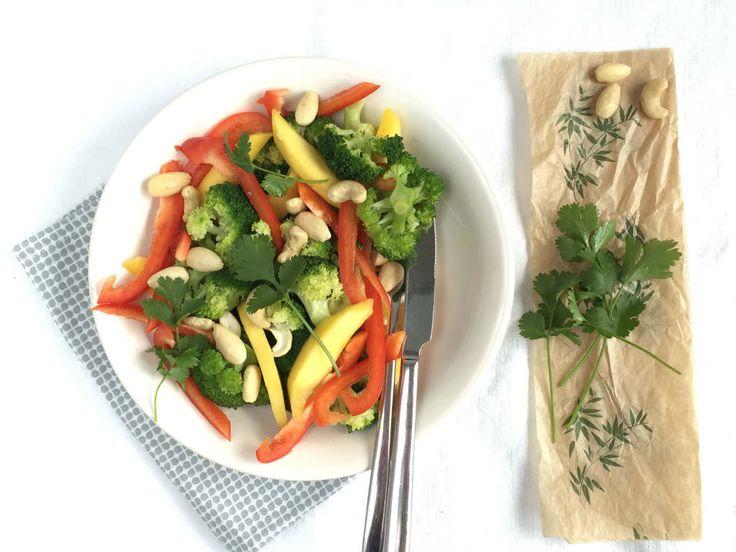 Pittige broccoli salade met in de basis 4 ingrediënten.