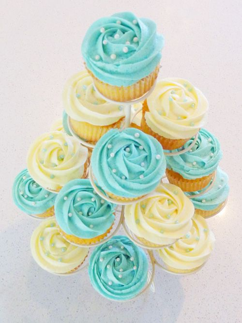 Baby shower cupcakes!