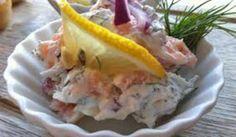 Smarrig laxröra att ha till förrätt på kex, knäckebröd eller liknande. Lika god är den till bakad potatis eller som tillbehör till stekt/kokt lax eller annan fisk.