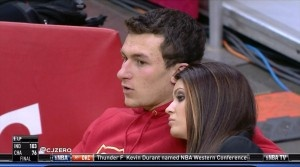 Johnny Football lends Manti Te'o some girlfriend help via text message... http://gamedayr.com/gamedayr/johnny-manziel-manti-teo-text-conversation/