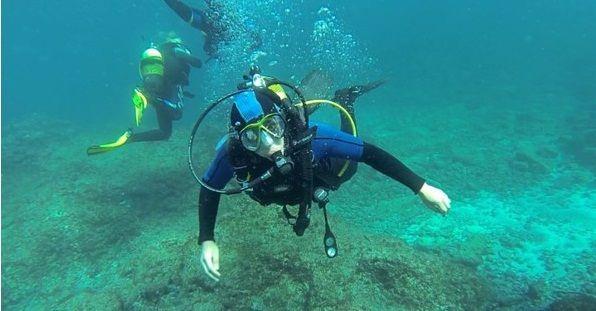 A member of Team Solent Sub-Aqua exploring the Lanzarote waters. http://sportsolent.wordpress.com/2014/02/19/dive-underwater-with-team-solent-sub-aqua/