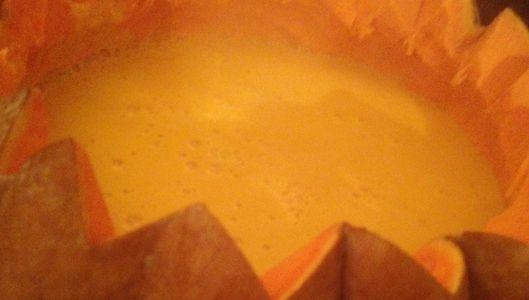 Velouté ou soupe de potiron : la recette de JP Vigato pour une soupe à tomber par terre. Faite revenir potiron, échalote et pomme Grany Smith...Liez soupe a