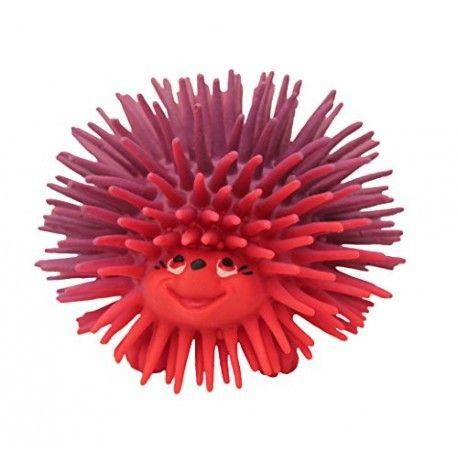 Witajcie, dzisiaj jeżyk i to Sensoryczny:)  Zabawka sensoryczna już dla niemowląt  jeżyk pomaga rozwijać u dzieci umiejętności motoryczne, stymuluje zmysły i rozwija proces intergracji sensorycznej.   Zabawka Lanco 1335 zachęca do poznawania za pomocą trzymania, ściskania, rzucania czy np. żucia.   Jeżyk ma przyjemne, miękkie kolce:) Sprawdźcie sami:)  http://www.niczchin.pl/zabawki-dla-niemowlat/3470-zabawka-sensoryczna-jezyk-lanco-1335.html