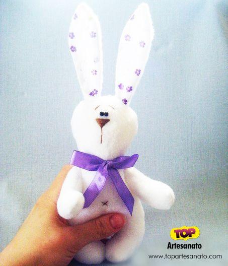 Como fazer coelho de feltro: Passo a passo com molde :http://topartesanato.com/coelho-de-feltro/