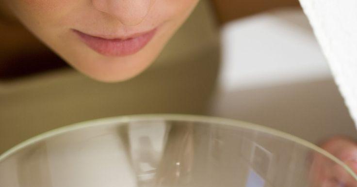 Cómo curar la infección de los senos paranasales. La congestión nasal, los dolores de cabeza y el dolor en los senos paranasales son síntomas de una infección sinusal. Cuando una cavidad nasal se inflama e hincha, la persona comienza a experimentar la manifestación física de la infección. La clave para combatir esta infección es drenar los senos paranasales a fin de aliviar la congestión y ...