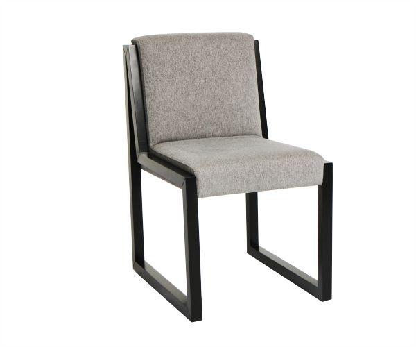 Silla escritorio, como quien dibuja una constelación, asi nace la el costado de esta silla que se duplica para abrazar la estructura que conforma el asiento y la espalda. Materiales: flormorado. Disponible en telas y cuero.