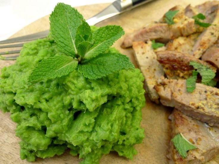 Een puree van doperwten en munt. Echt heel makkelijk en toch weer eens wat anders. En groente he!  | http://degezondekok.nl