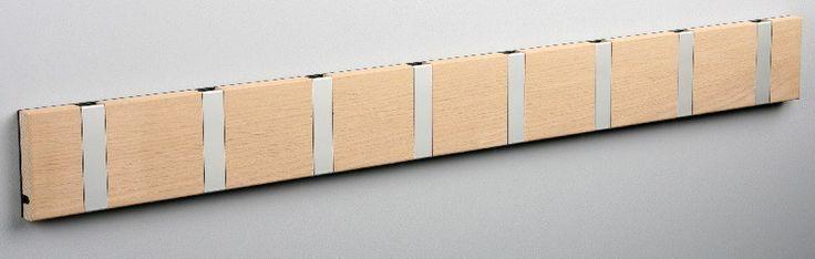 KNAX+knagerække+-+Eg+-+8+aluknager+-+Knagerække+i+sæbebehandlet+egetræ+i+moderne+skandinavisk+design+med+8+lækre+aluminiumsknager.+Oplagt+til+at+hænge+alt+familiens+overtøj+på.