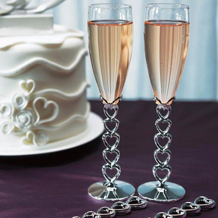"""Copas de brindis para boda """"Love´s weeding"""", la base se forma de corazones entrelazados #bonitas #únicas #corazones #elegante las puedes #comprar en nuestra #tienda en el #df #ondinecollection"""