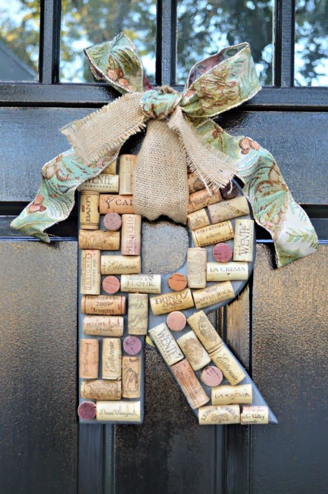 DIY Monogrammed Wreath with Wine Corks and Burlap Bow gift idea!