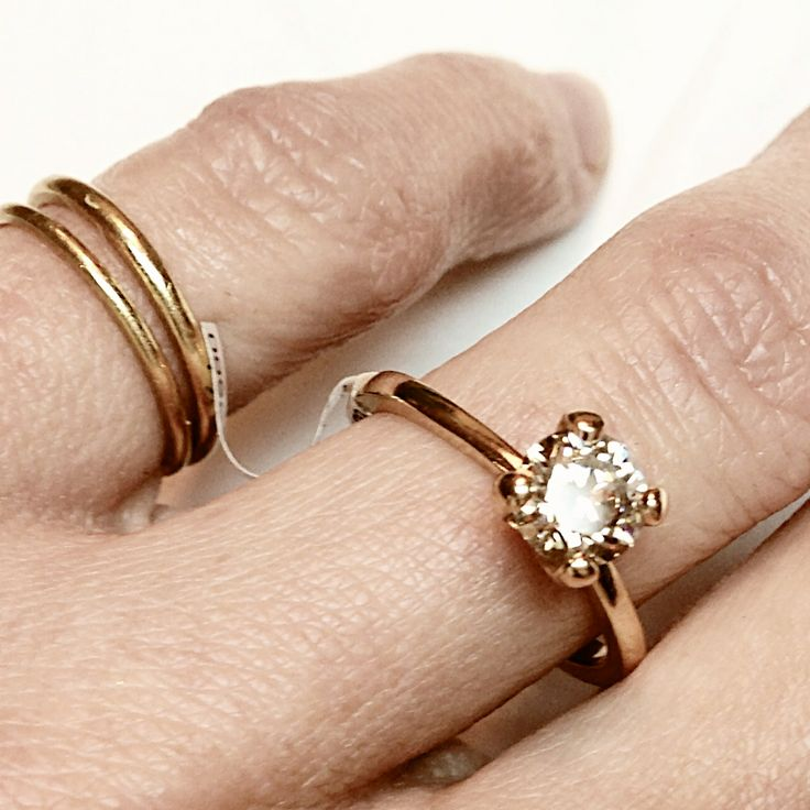 New four claw Cognac diamond ring in rosé gold