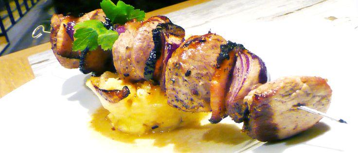 Masový špíz se zeleninou a anglickou slaninou. #ukastanubranik http://www.ukastanu.cz/branik