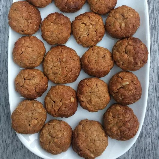 Healthy cookies 🍪 1 cup rolled oats, 1/2 cup chopped walnuts, 1/4 cup peanut butter, 1/4 cup tahini, 1/4 cup honey, 1/4 cup maple syrup, 1/2 teaspoon cinnamon & 1/4 teaspoon ginger powder 😋 bake 12 mins or until golden brown 😍