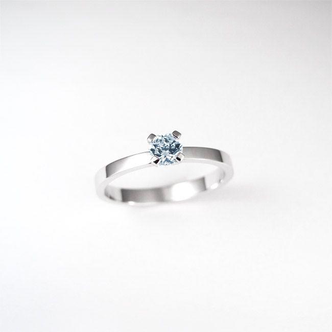 Engagement ring, blue topaz, something else. Zaročni prstan.   #wedding #engagement #ring #proposal #isaidyes #handmade #gold #diamonds #jewelrydesign #jewelry #joyeria #fashion #alternativebridal #showmeyourrings #zarocni #porocni #prstan #zlato #diamanti #nakit #moda #izdelanorocno #metalsmith #topaz #bluetopaz