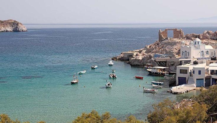Circuit Échappée à Milos depuis Athènes  Authentique, riche de traditions, l'île offre des paysages époustouflants et préservés, dans une atmosphère pleine de sérénité. #Cyclades #Milos
