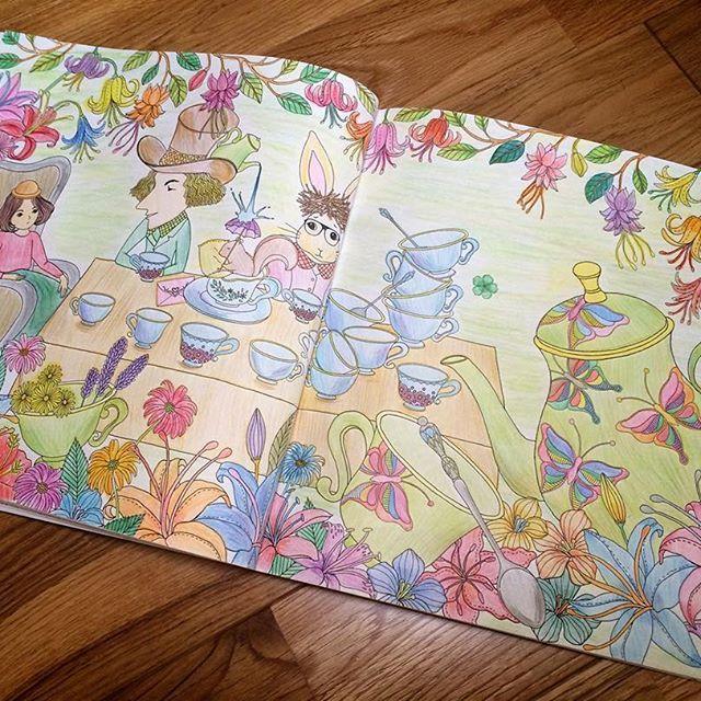 夏休み始まったー! 9連休💗💗 もう会社に行けないかも、、、 早速、進んでいなかった見開きをがんばった! 花が疲れたー!達成感!  #大人のぬりえ#ぬりえ#塗り絵#塗り絵ブック#不思議の国のぬり絵book#amilyshen#amilyshencoloringbook#不思議の国のアリス#コロリアージュ#coloriage#coloring#coloringbook#color#flower#amilyscolorfulwonderland#colorful#油性色鉛筆#水性色鉛筆#staedtlerpencils#staedler#木物語#トンボ色鉛筆