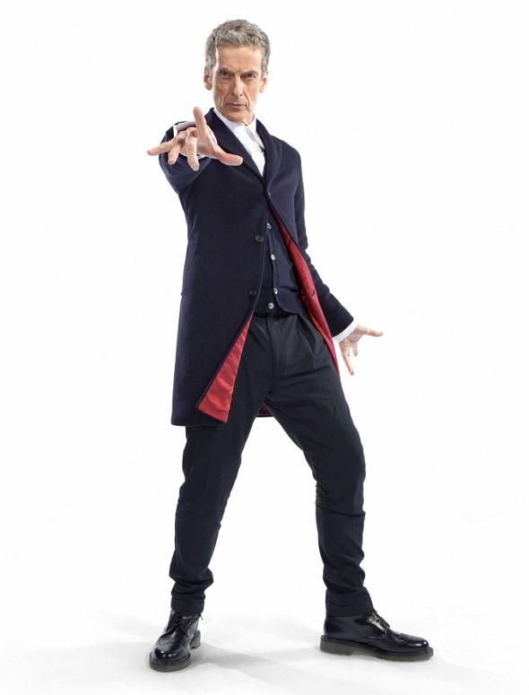 ¡La era Capaldi comienza en 'Doctor Who', amigos! La octava temporada de la Serie, en la era moderna que comenzó en 2005, comienza a dar detalles a los fans.  Entre ellos, la imagen promocional de Peter Capaldi como el Doctor, en un look totalmente nuevo, que vuelve un poco a los orígenes sin perder de vista el presente.
