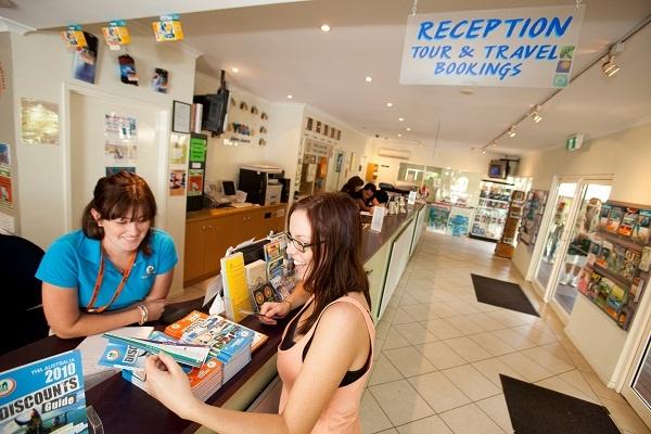 Cairns Backpacker Hostels Reception, YHA Cairns Central