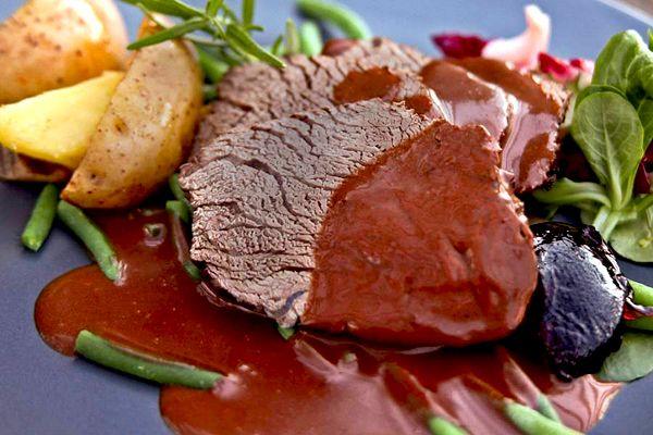 Швеция на столе. №11 Стейк из лосятины под сливочным соусом (Älgstek med gräddsås) #Sweden #recipes #gastronomy
