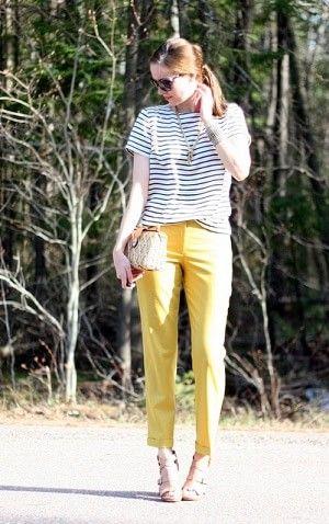 黄色のクロップドパンツとボーダーTシャツコーデ