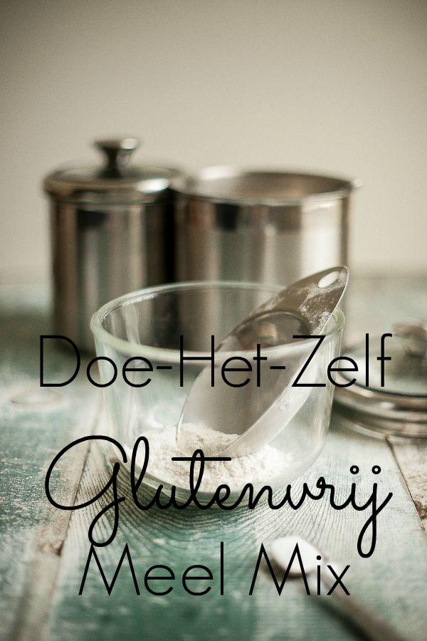 Maak je eigen glutenvrij meel mix op basis van kokosmeel, havermeel en rijstmeel. Eenvoudig en stukken goedkoper dan in de winkel.