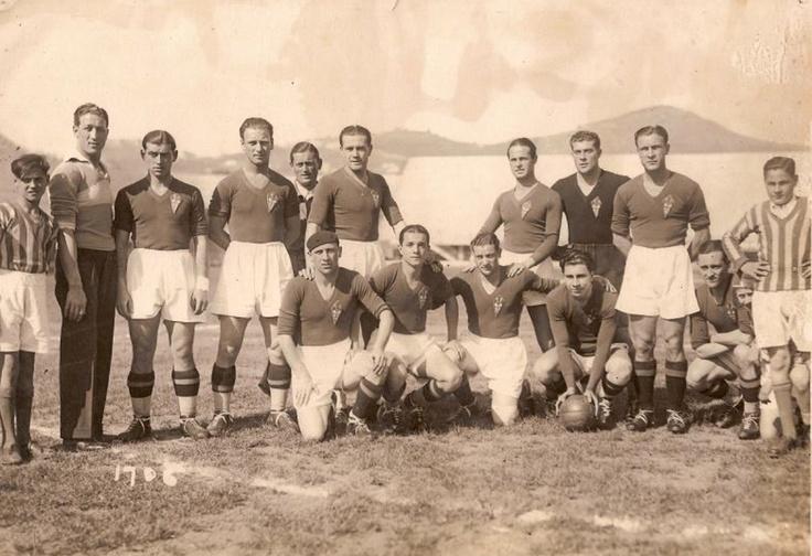 Associazione Calcio Firenze Fiorentina, 1932/33.  De pie de izquierda a derecha: masajista Farabullini, Vignolini, Gazzara, Bigogno, Pitto, baile y Pizziolo. Agachados: Busini: Tomad, Sarni, Borel y Gringa.