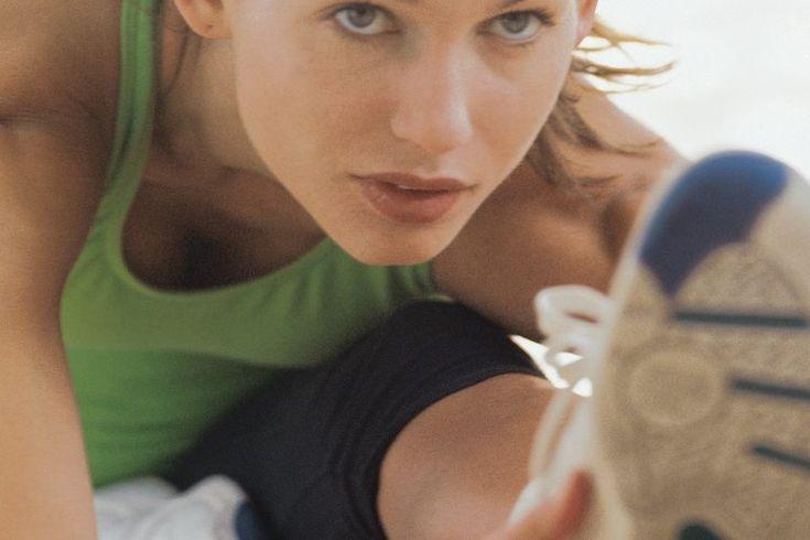 Ejercicios para nudos en los tendones de la corva. El bíceps femoral es un músculo denso que tiende a la rigidez, particularmente cuando pasas muchas horas trabajando en una computadora. Los nudos pueden desarrollarse en lugares donde las fibras del músculo están unidas. Piensa en un nudo como una ...