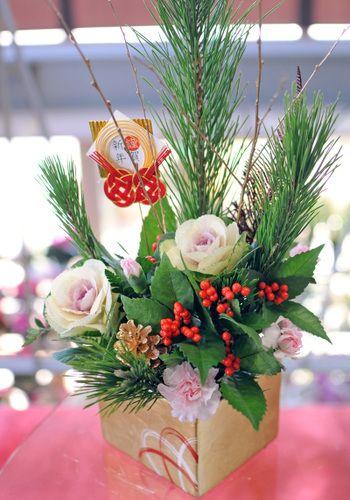 flower arrangement for New Year / 正月アレンジ迎春葉牡丹(ハボタン)