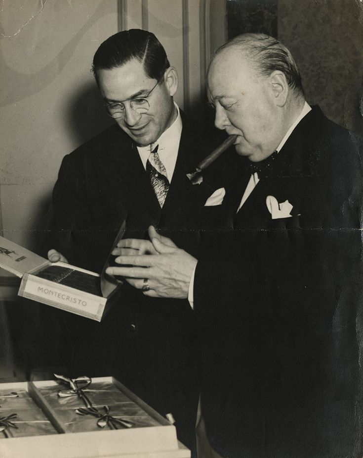 Winston Churchill inspects a box of H. Upmann Montecristo cigars as Minister of Agriculture Germán Alvarez Fuentes looks on. Havana, August 3, 1947.